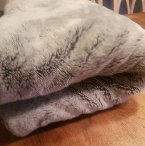 Nwot NORDSTROM AT HOME faux fur throw gray